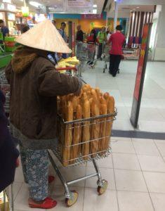 フランスパンおばさん