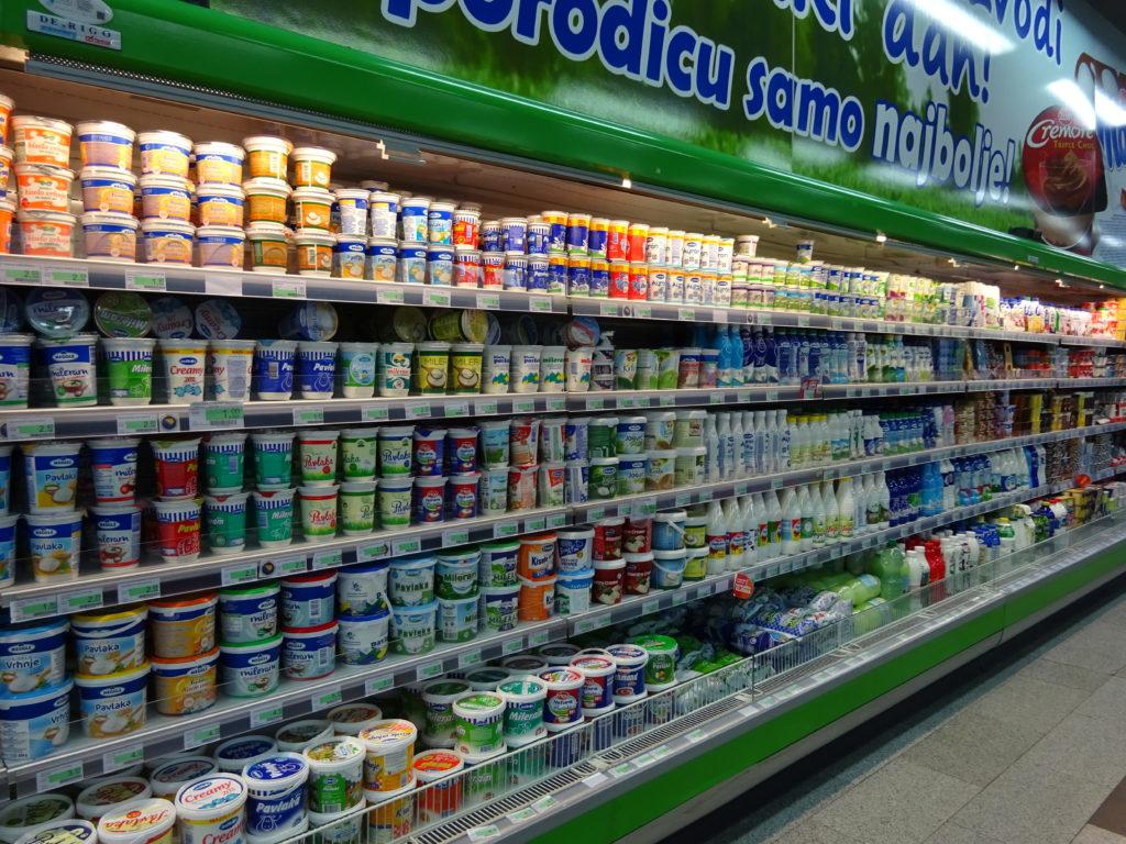 乳製品の棚