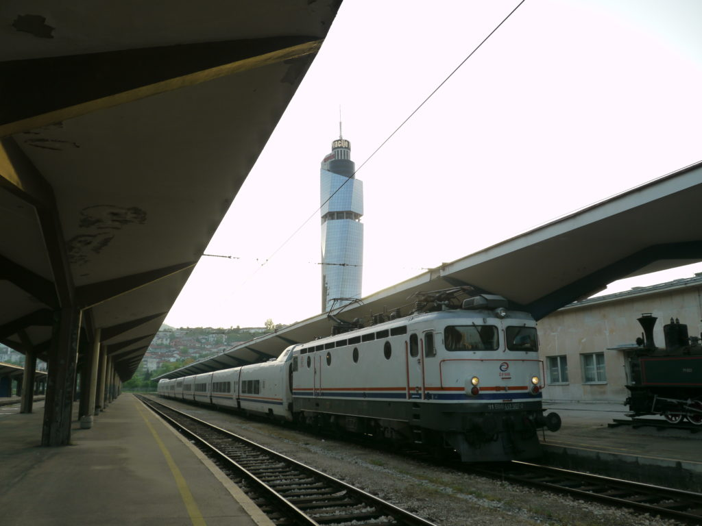 朝のサラエボ中央駅